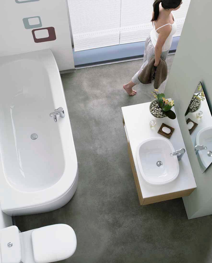 Bath with a curved corner